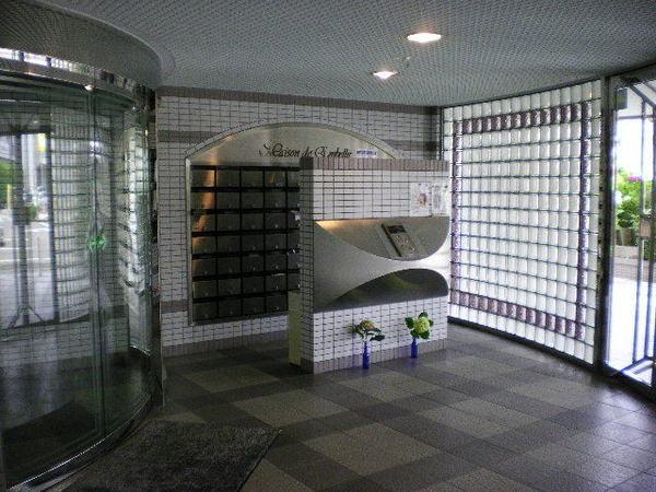メゾン・ド・アーベリールの画像3枚目(外観、エントランス、前面の通り等)