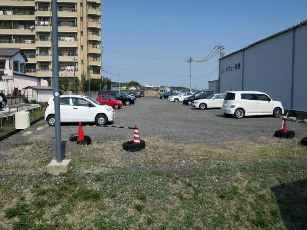敷地外駐車場(マンション東側/42台/矢作建物管理) 2015年3月13日撮影
