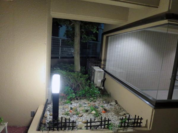 夜間の庭園(西側1F) 20154月29日撮影