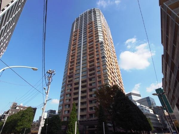 青山パークタワーの外観