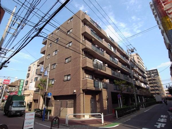 コスモ高島平駅前の外観