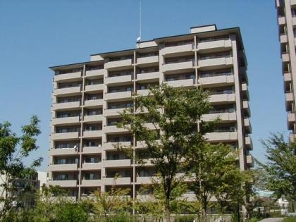 サンステージ緑園都市東の街9番館の画像1枚目(外観、エントランス、前面の通り等)