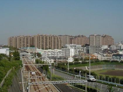 サンステージ緑園都市西の街の画像1枚目(外観、エントランス、前面の通り等)