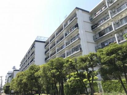 秀和大倉山レジデンスの画像1枚目(外観、エントランス、前面の通り等)